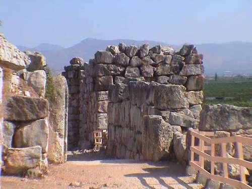 Tirinto, la ciudad de las murallas