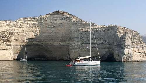 Las cuevas de Milo, escondite de piratas