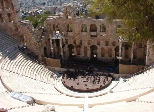 Teatros de Dionisio y Herodes Ático, en la Acrópolis