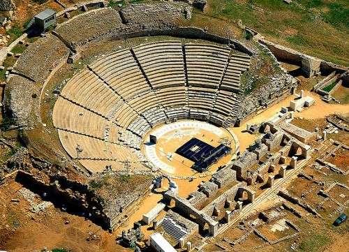 Recorrer las excavaciones de Filippi