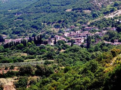 La aldea histórica de Ampelakia y el hilo rojo