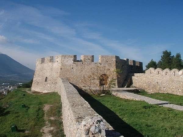 El Castillo de Karababa, en Calcis