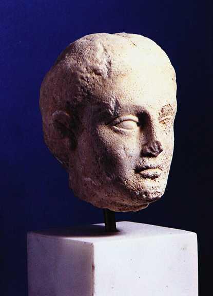 Cabeza de mármol, museo histórico, folcklórico y natural de Kozani, Macedonia.