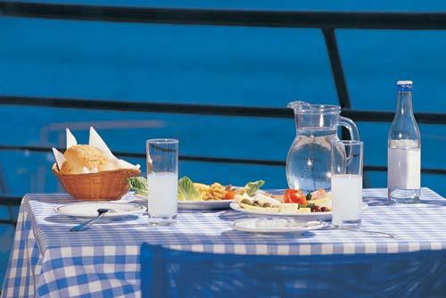 Comida y Ouzo, bebida griega