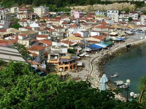 La hermosa Parga y la isla de la Virgen María
