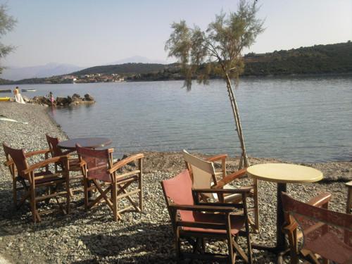 Trizonia, isla solitaria en el Golfo de Corinto