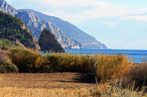 Playa y termalismo en Vatera, isla de Lesbos